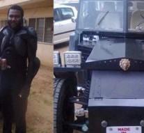 Un nigérian fabrique sa propre voiture avec des matières premières locales