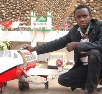 Bouba sow, un jeune sénégalais qui n'a jamais fait l'école, a réussi à créer un avion